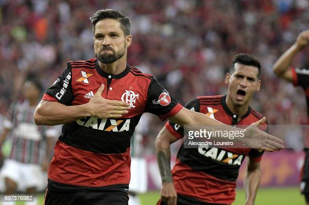 Diego of Flamengo celebrates a scored goal with Miguel Trauco during the match between Fluminense and Flamengo as part of Brasileirao Series A 2017...