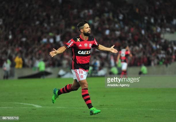 Diego of Flamengo celebrates scoring a goal during a match between Flamengo and Atletico Paranaense as part of Copa Libertadores 2017 at Maracana...