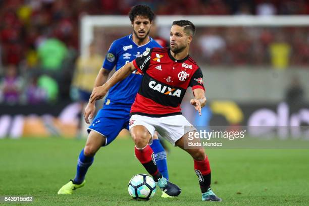 Diego of Flamengo struggles for the ball with Hudson of Cruzeiro during a match between Flamengo and Cruzeiro part of Copa do Brasil 2017 Finals at...