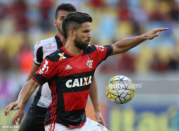 Diego of Flamengo struggles for the ball with Thiago Maia of Santos during a match between Flamengo and Santos as part of Brasileirao Series A 2016...