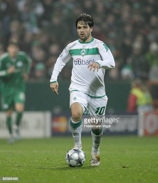 Diego of Werder runs with the ball during the UEFA Champions League Group B match at the Weser stadium on November 4 2008 in Bremen Germany