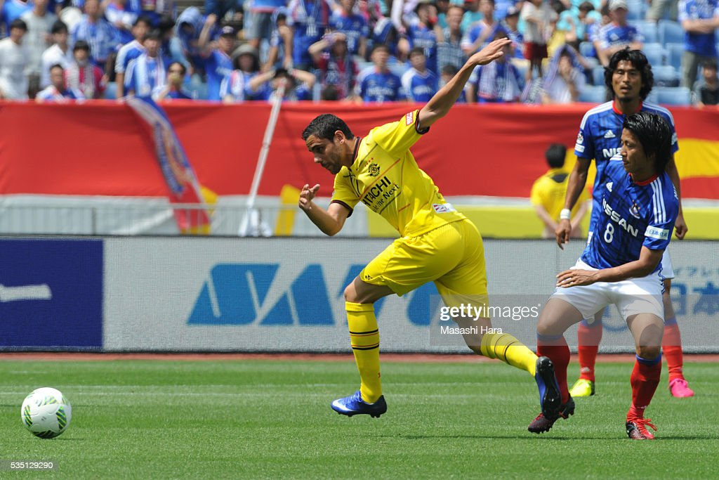 Diego Oliveira #11 of Kashiwa Reysol in action during the J.League match between Yokohama F.Marinos and Kashiwa Reysol at the Nissan Stadium on May 29, 2016 in Yokohama, Kanagawa, Japan.