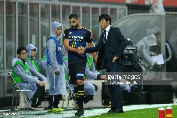 Diego Oliveira of Kashiwa Reysol shakes hands with head coach Takahiro Shimotaira after substituted during the JLeague J1 match between Omiya Ardija...