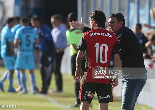 Diego Osella coach of Newell's Old Boys gives instructions to Mauro Formica during a match between Temperley and Newell's Old Boys as part of fifth...