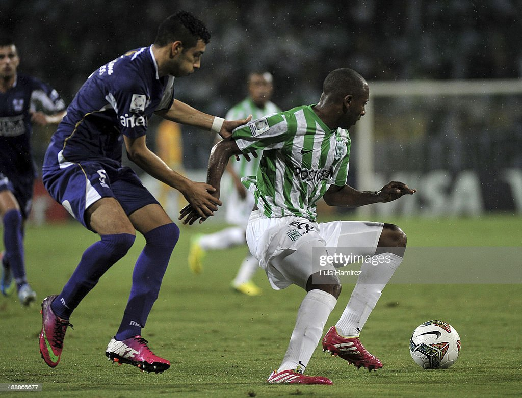 Diego Peralta of Atletico Nacional fights for the ball with Jose Fleurquin of Defensor Sporting during a quarterfinal match between Atletico Nacional and Defensor Sporting as part of Copa Bridgestone Libertadores 2014 at Atanasio Girardot Stadium on May 08, 2014 in Medellin, Colombia.