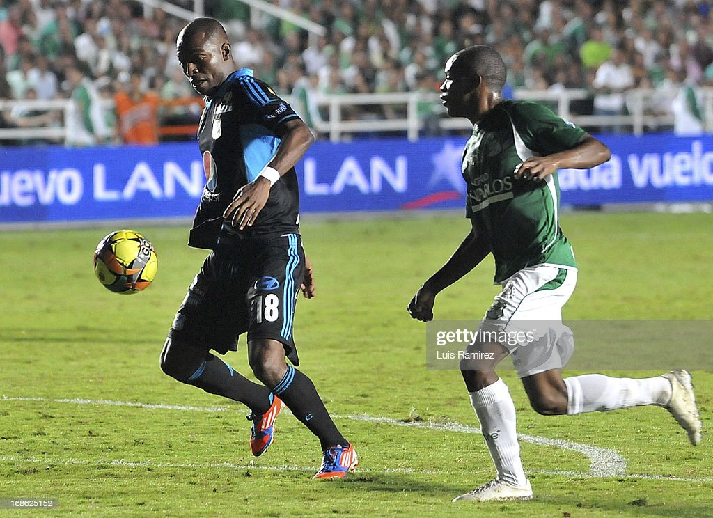 Diego Peralta of Deportivo Cali fight for the ball with <a gi-track='captionPersonalityLinkClicked' href=/galleries/search?phrase=Wason+Renteria&family=editorial&specificpeople=666364 ng-click='$event.stopPropagation()'>Wason Renteria</a> of Millonarios during a match between Deportivo Cali and Millonarios as part of Liga Postobon 2013 at the Pascual Guerrero Stadium on May 11, 2013 in Cali, Colombia.