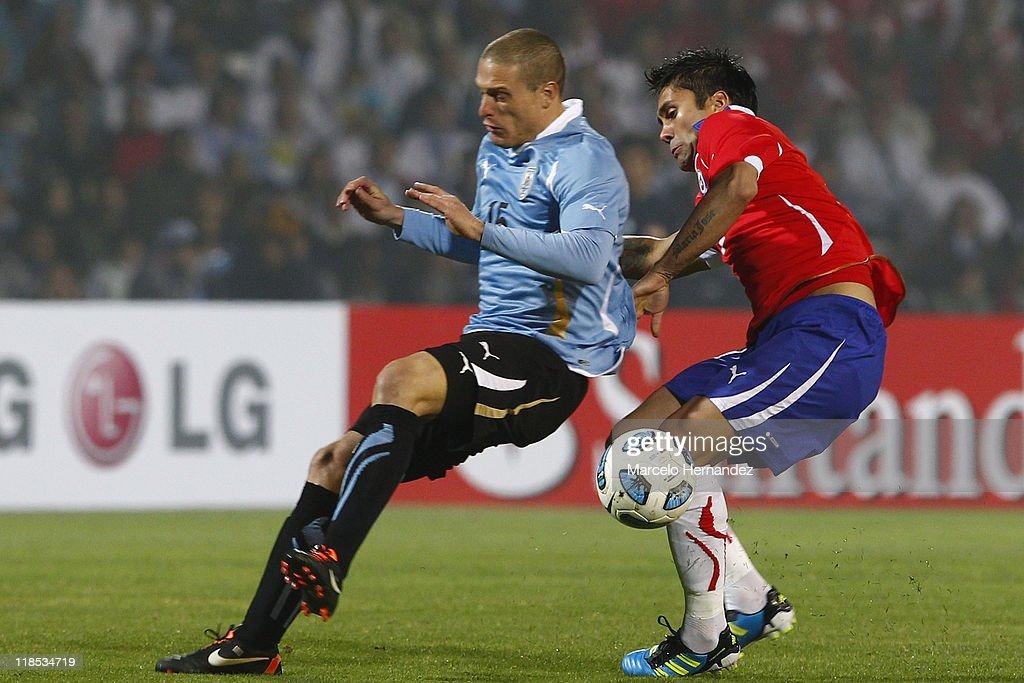 Uruguay v Chile - Copa America 2011