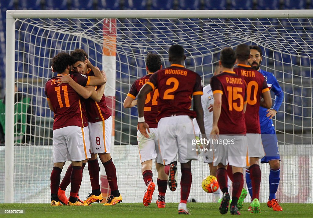 Diego Perotti with his teammates of AS Roma celebrates after scoring the team's second goal during the Serie A match between AS Roma and UC Sampdoria...