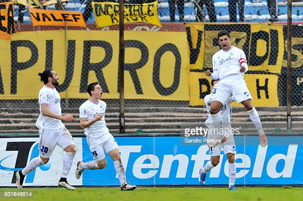 Diego Polenta of Nacional celebrates with teammates after scoring during a match between Peñarol and Nacional as part of Torneo Clausura 2016 at...
