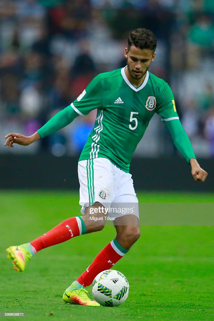 Diego Reyes of Mexico drives the ball during a match between Mexico and Honduras as part of FIFA 2018 World Cup Qualifiers at Azteca Stadium on September 06, 2016 in Mexico City, Mexico.