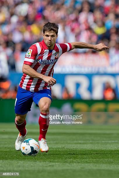 Diego Ribas of Atletico de Madrid controls the ball during the La Liga match between Club Atletico de Madrid and Villarreal CF at Vicente Calderon...