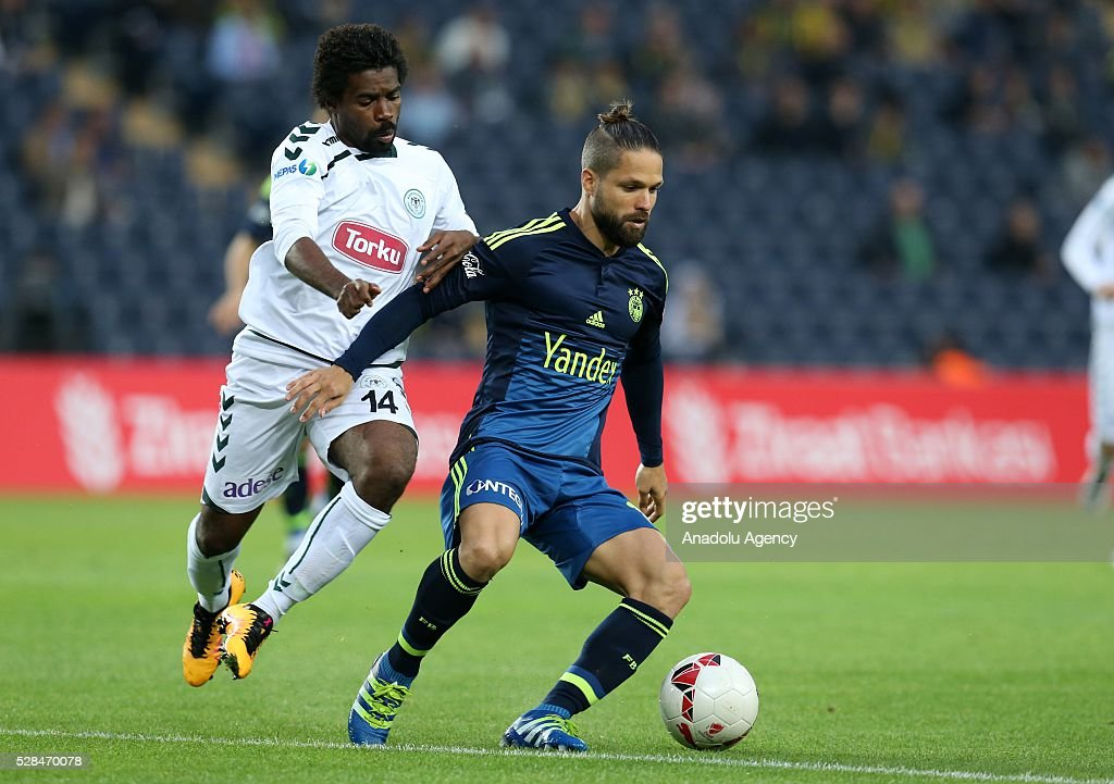 Diego Ribas (R) of Fenerbahce and Mbamba of Torku Konyaspor vie for the ball during the during Ziraat Turkish Cup Semi Final second leg football match between Fenerbahce and Torku Konyaspor at Ulker Stadium in Istanbul, Turkey on May 5, 2016.