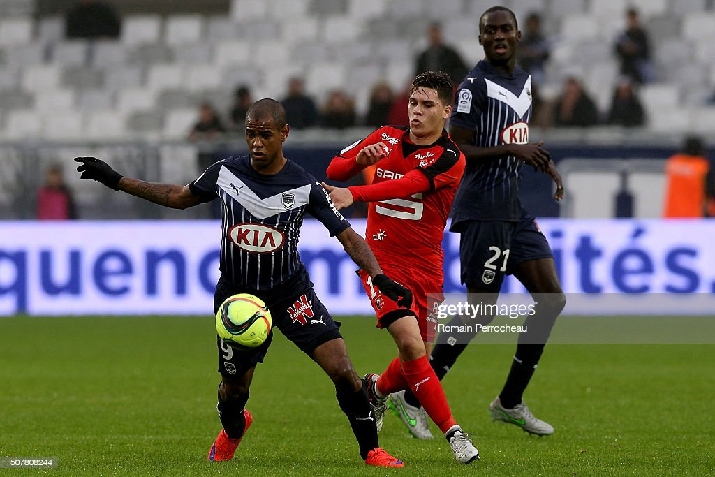 Diego Rolan for Bordeaux and Juan Fernando Quintero for Rennes battle for the ball during the French Ligue 1 match between FC Girondins de Bordeaux...