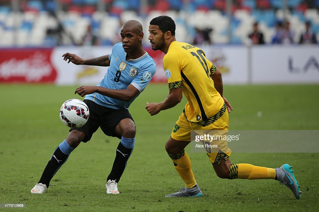 Diego Rolan of Uruguay fights for the ball with <a gi-track='captionPersonalityLinkClicked' href=/galleries/search?phrase=Jobi+McAnuff&family=editorial&specificpeople=642949 ng-click='$event.stopPropagation()'>Jobi McAnuff</a> of Jamaica during the 2015 Copa America Chile Group B match between Uruguay and Jamaica at Regional Calvo y Bascuñan Stadium on June 13, 2015 in Antofagasta, Chile.