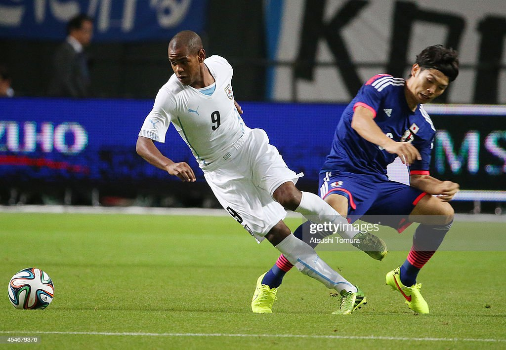 Diego Rolan of Uruguay in action during the KIRIN CHALLENGE CUP 2014 international friendly match between Japan and Uruguay at Sapporo Dome on September 5, 2014 in Sapporo, Japan.