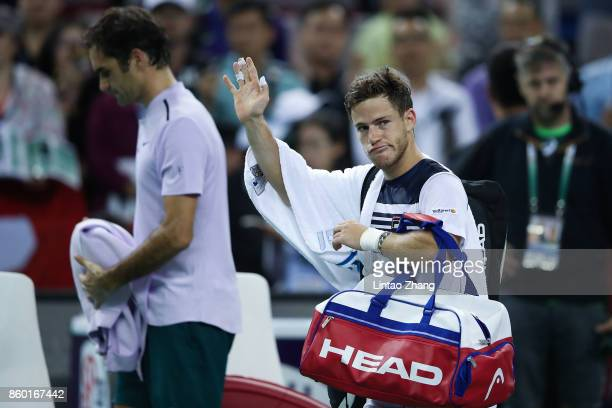 Diego Schwartzman of Argentina waves to the audience after losing the Men's singles mach against Roger Federer of Switzerland on day four of 2017 ATP...