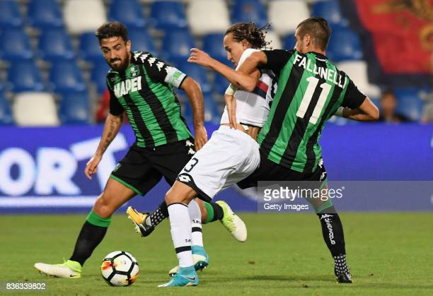 Diego Sebastian Suarez Laxalt of Genoa CFC competes for the ball whit Diego Falcinelli of US Sassuolo during the Serie A match between US Sassuolo...