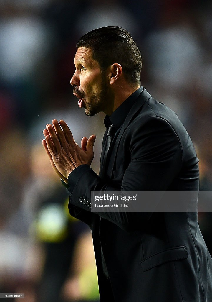 Diego Simeone, Coach of Club Atletico de Madrid gives instructions during the UEFA Champions League Final between Real Madrid and Atletico de Madrid at Estadio da Luz on May 24, 2014 in Lisbon, Portugal.