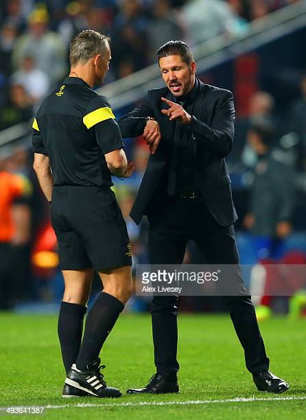 Diego Simeone Coach of Club Atletico de Madrid speaks to Referee Bjorn Kuipers during the UEFA Champions League Final between Real Madrid and...