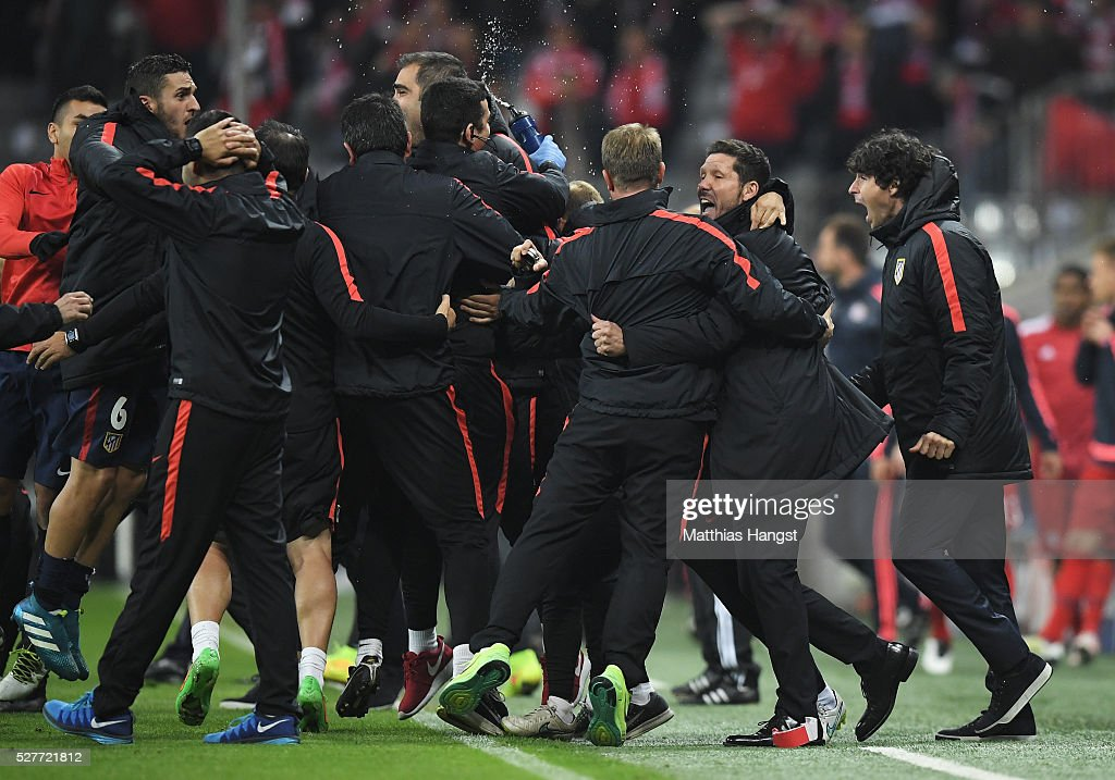 Diego Simeone head coach of Atletico Madrid (2R) celebrates with players and staff after the UEFA Champions League semi final second leg match between FC Bayern Muenchen and Club Atletico de Madrid at Allianz Arena on May 3, 2016 in Munich, Germany. Bayern Munich won the match 2-1, but Atletico Madrid reached the final on the away goals rule.