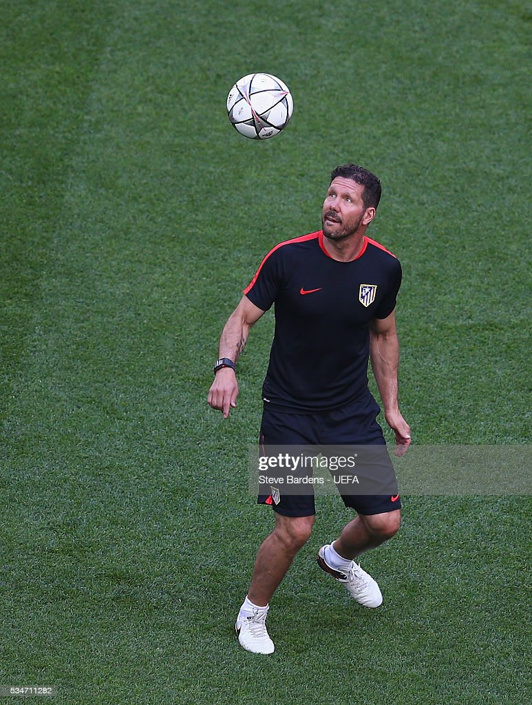 <a gi-track='captionPersonalityLinkClicked' href=/galleries/search?phrase=Diego+Simeone&family=editorial&specificpeople=226872 ng-click='$event.stopPropagation()'>Diego Simeone</a> head coach of Atletico Madrid juggles with the ball during an Atletico de Madrid training session on the eve of the UEFA Champions League Final against Real Madrid at Stadio Giuseppe Meazza on on May 27, 2016 in Milan, Italy.