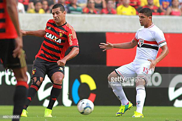 Diego Souza of Sport Recife competes for the ball during the Brasileirao Series A 2014 match between Sport Recife and Sao Paulo at Arena Pernambuco...