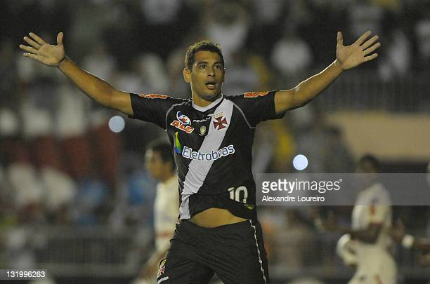 Diego Souza of Vasco da Gama celebrate a goal during a match between Vasco da Gama and Universidario as part of Quarterfinals of Bridgestone South...