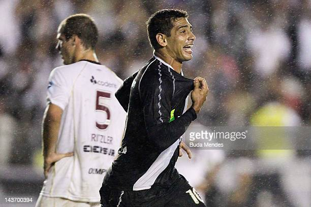 Diego Souza of Vasco da Gama celebrates a scored goal against Lanus during a match between Vasco da Gama and Libertad as part of Santander...