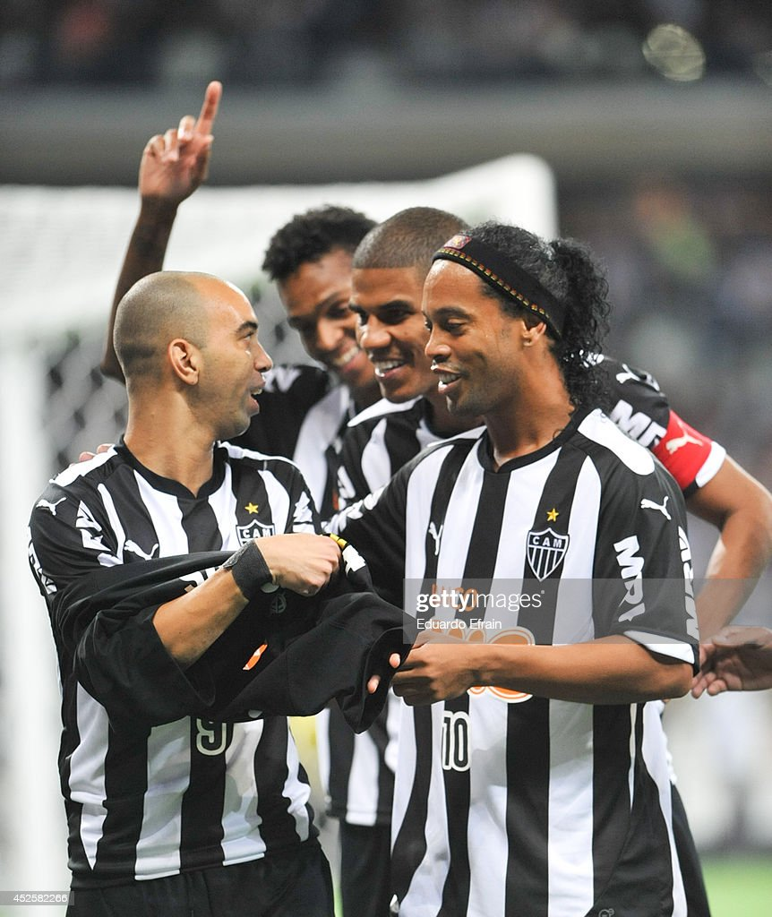 Diego Tardeli and <a gi-track='captionPersonalityLinkClicked' href=/galleries/search?phrase=Ronaldinho&family=editorial&specificpeople=202667 ng-click='$event.stopPropagation()'>Ronaldinho</a> Gaucho of Atletico Mineiro celebrate a goal during a match between Atletico Mineiro and Lanús Recopa Santander Sudamericana 2014 at Mineirao Stadium on July 23, 2014 in Belo Horizonte, Brazil.