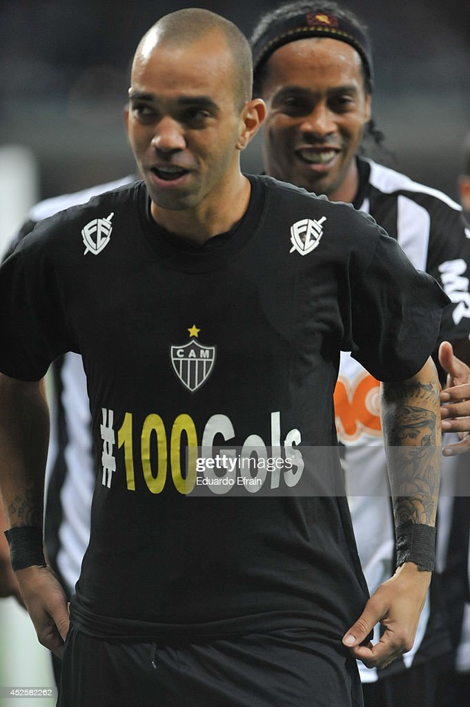 Diego Tardeli of Atletico Mineiro celebrates a goal during a match between Atletico Mineiro and Lanús Recopa Santander Sudamericana 2014 at Mineirao Stadium on July 23, 2014 in Belo Horizonte, Brazil.