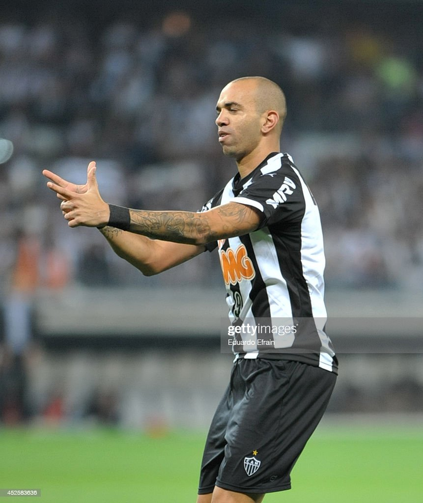 Diego Tardeli of Atletico Mineiro celebrates a goal during a match between Atletico during a match between Atletico Mineiro and Lanús Recopa Santander Sudamericana 2014 at Mineirao Stadium on July 23, 2014 in Belo Horizonte, Brazil.