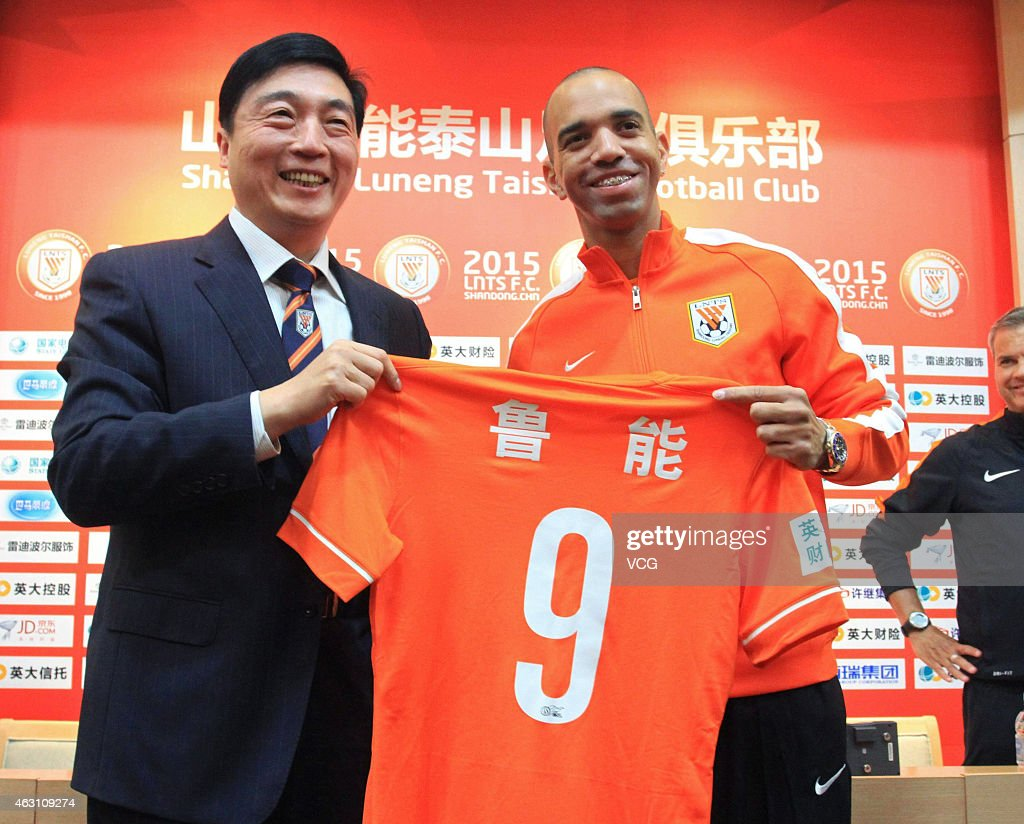 <a gi-track='captionPersonalityLinkClicked' href=/galleries/search?phrase=Diego+Tardelli&family=editorial&specificpeople=805528 ng-click='$event.stopPropagation()'>Diego Tardelli</a> attends a press conference after joining Shandong Luneng Taishan FC on February 10, 2015 in Jinan, Shandong province of China.