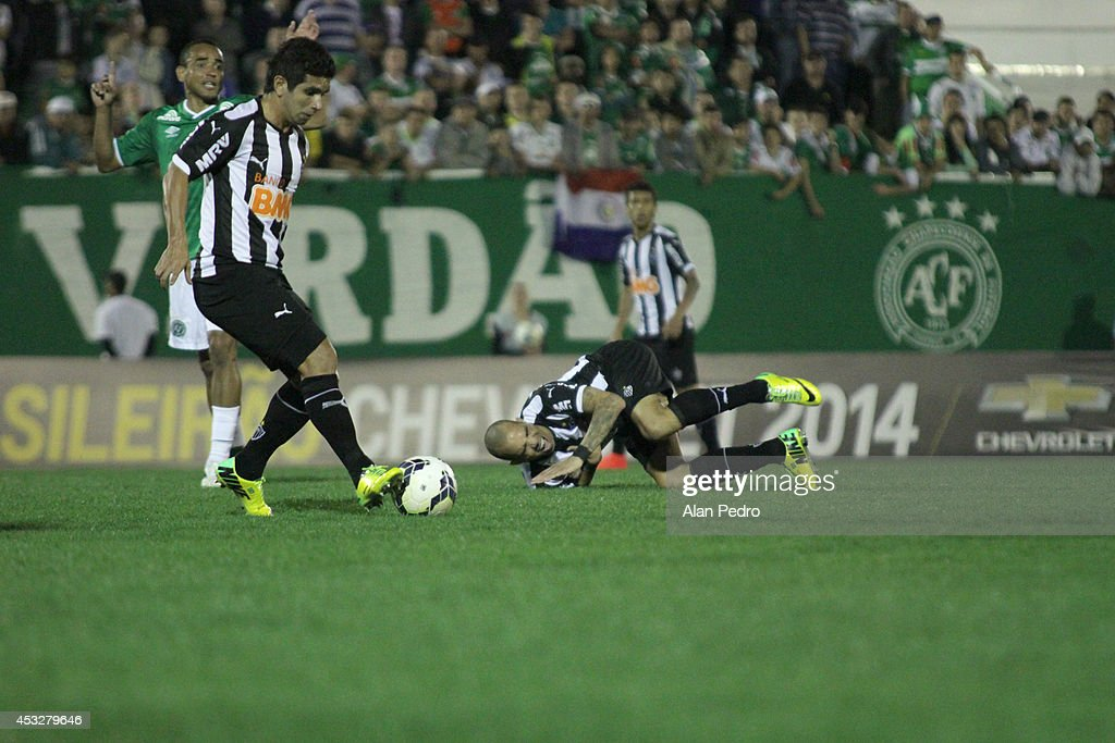 <a gi-track='captionPersonalityLinkClicked' href=/galleries/search?phrase=Diego+Tardelli&family=editorial&specificpeople=805528 ng-click='$event.stopPropagation()'>Diego Tardelli</a> (R) of Atletico MG reacts during a match between Chapecoense and Atletico MG for the Brazilian Series A 2014 at Arena Conda on August 6, 2014 in Chapeco, Brazil.