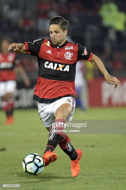 Diego of Flamengo in action during the match between Flamengo and Bahia as part of Brasileirao Series A 2017 at Ilha do Urubu Stadium on October 19...