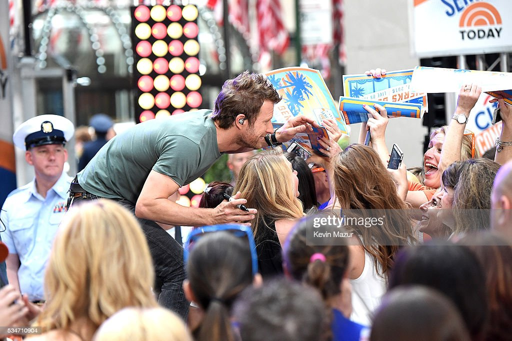 <a gi-track='captionPersonalityLinkClicked' href=/galleries/search?phrase=Dierks+Bentley&family=editorial&specificpeople=243007 ng-click='$event.stopPropagation()'>Dierks Bentley</a> performs on the Citi Concert Series on TODAY at Rockefeller Center on May 27, 2016 in New York City.