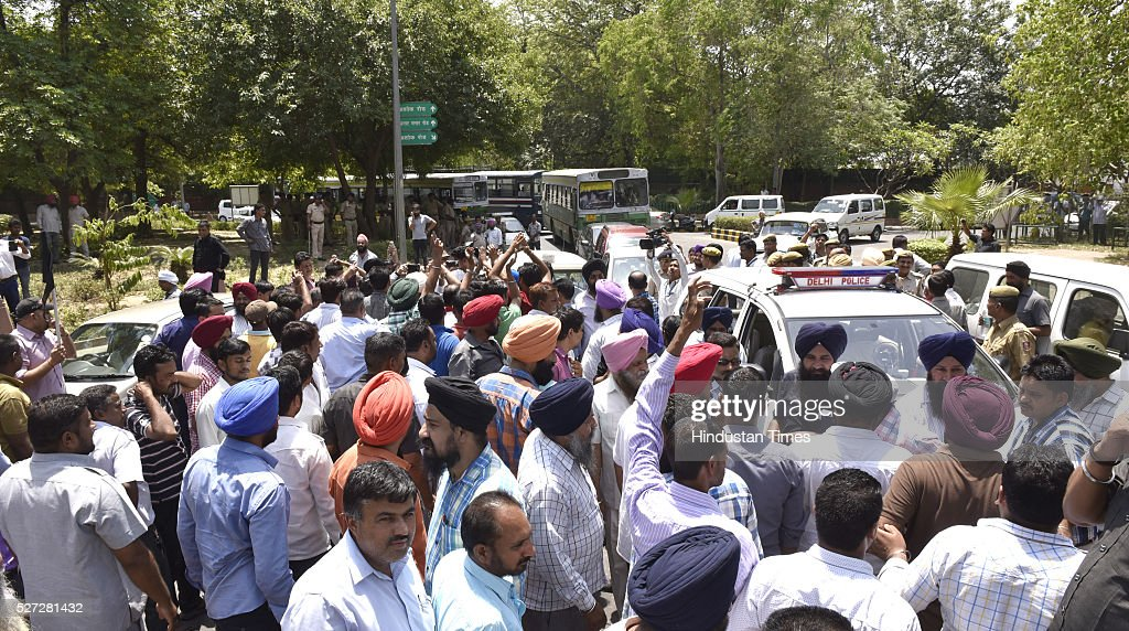 Diesel Cab owners protest a day after the ban on diesel taxis in the national capital at Ashoka Road on May 2, 2016 in New Delhi, India. Yesterday, over a hundred diesel-run cabs, including many with AITP, ended up getting impounded after they were found plying within the city limits, following which the drivers alleged harassment by enforcement agencies. After extending the deadline twice, the Supreme Court had refused to give more time to cab operators to convert to CNG and put a ban on diesel cabs in the city from May 1. According to Delhi transport department, about 60,000 taxis are registered in the national capital of which 27,000 run on diesel. Around 2,000 diesel-run taxis had converted into CNG mode in the last two months.