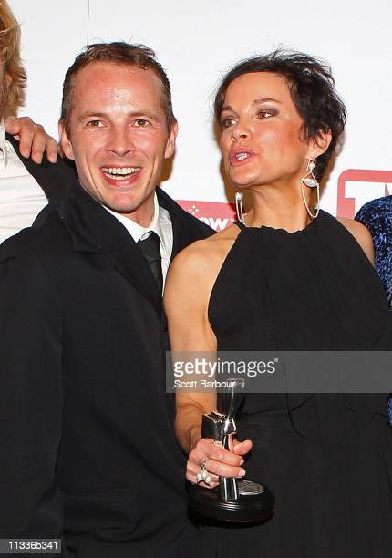 Dieter Brummer and Sigrid Thornton pose with the cast of Underbelly The Golden Mile with their Silver Logie for Most Outstanding Drama Series in the...