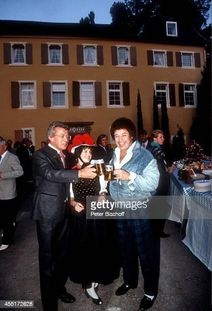 Dieter Thomas Heck Dame in SchwarzwaldTracht Tony Marshall Schlossfest 1986 am im Schloß Aubach bei BadenBaden Deutschland