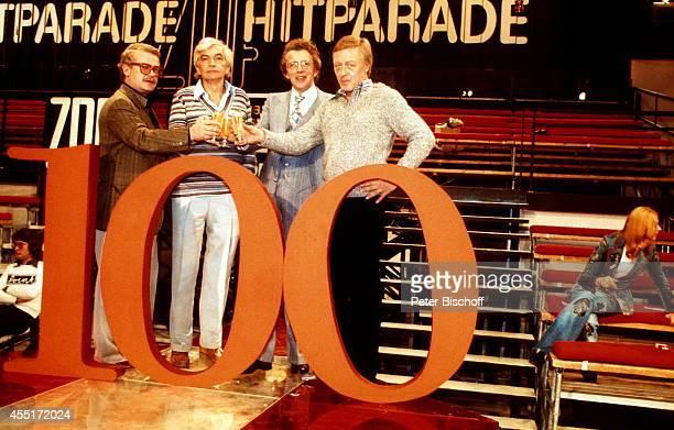 Dieter Thomas Heck mit Dieter Weber Truck Branss und Eberhard Klein 100 Sendung der ZDFShow 'Hitparade' am in Berlin Deutschland