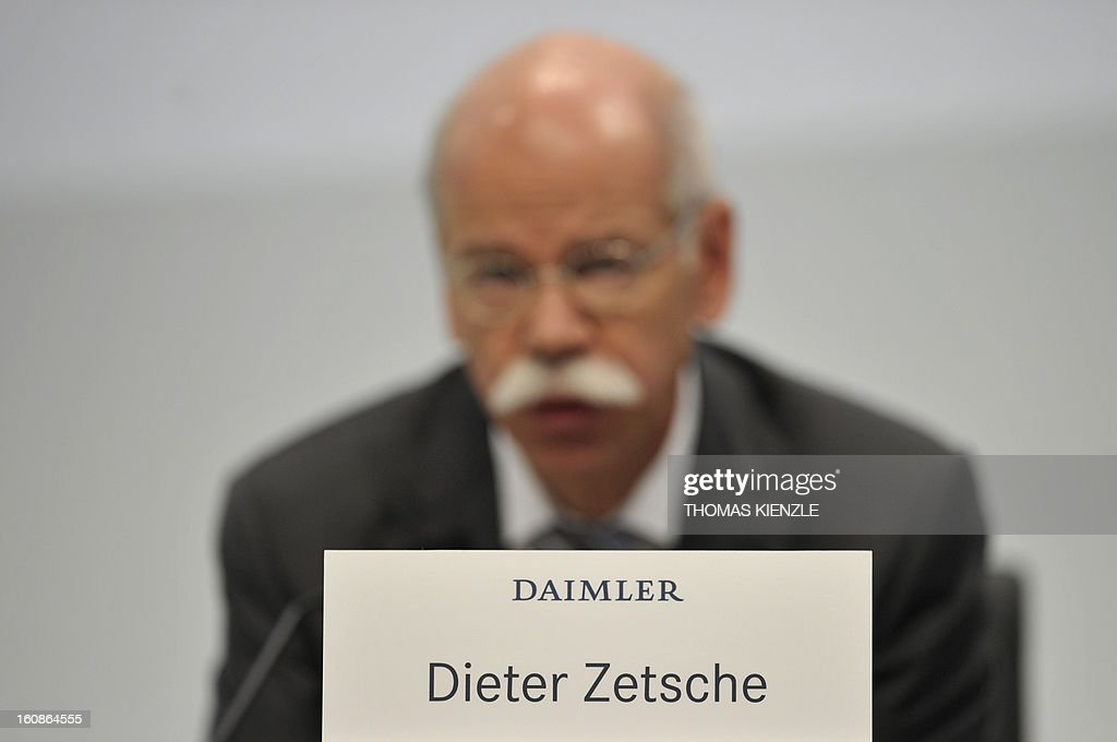 Dieter Zetsche (R), CEO of German auto giant Daimler addresses the company's annual press conference in Stuttgart, southwestern Germany, on February 7, 2013. German automaker Daimler said Thursday that its net profit rose by 8,0 percent to 6,495 billion euros ($8,8 billion) in 2012 on the back of record unit sales and revenues.
