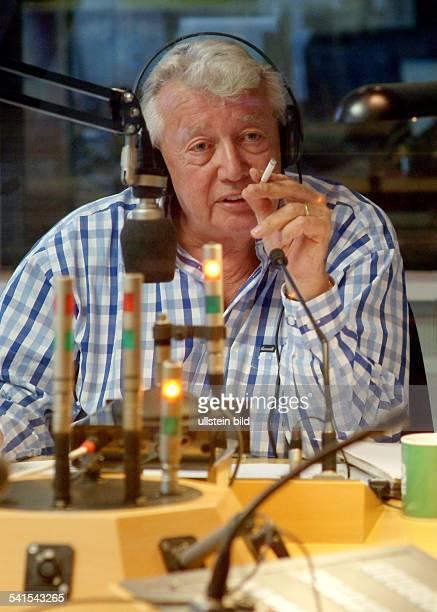 DieterThomas Heck *Showmaster Fernsehmoderator Dals Radiomoderator in einem Studio des Saarländischen Rundfunk