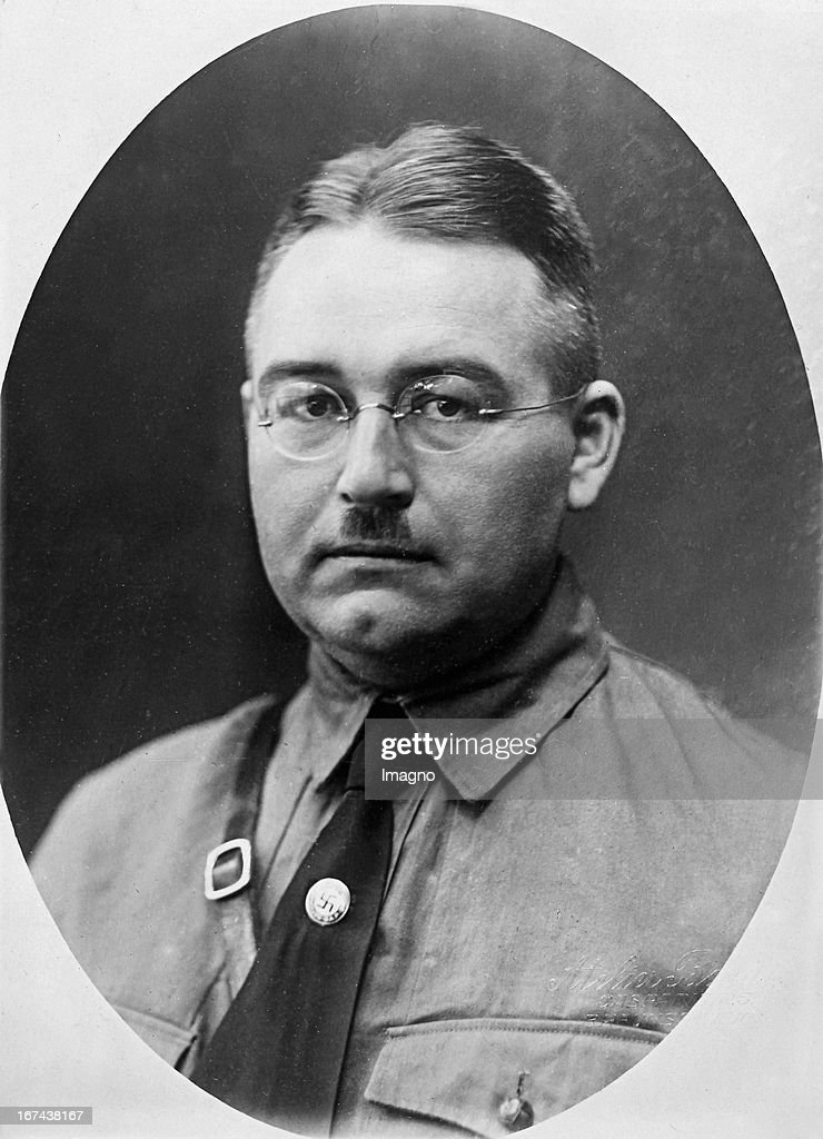 Dietrich Klagges (1891-1971) was a German politician with the Nazi Party. 1933-1945 Prime Minister of the State of Braunschweig. 1932 responsible for the naturalization of Adolf Hitler. About 1930. Photography (Photo by Imagno/Getty Images) Dietrich Klagges; deutscher Politiker der NSDAP; 19331945 Ministerpräsident des Freistaates Braunschweig; 1932 verantwortlich für die Einbürgerung Adolf Hitlers. Um 1930. Photographie.
