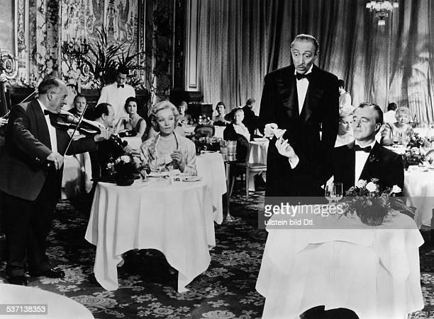 Dietrich Marlene Schauspielerin D in dem Film 'In achtzig Tagen um die Welt' mit David Niven und Frank Sinatra Regie Michael Anderson 1956