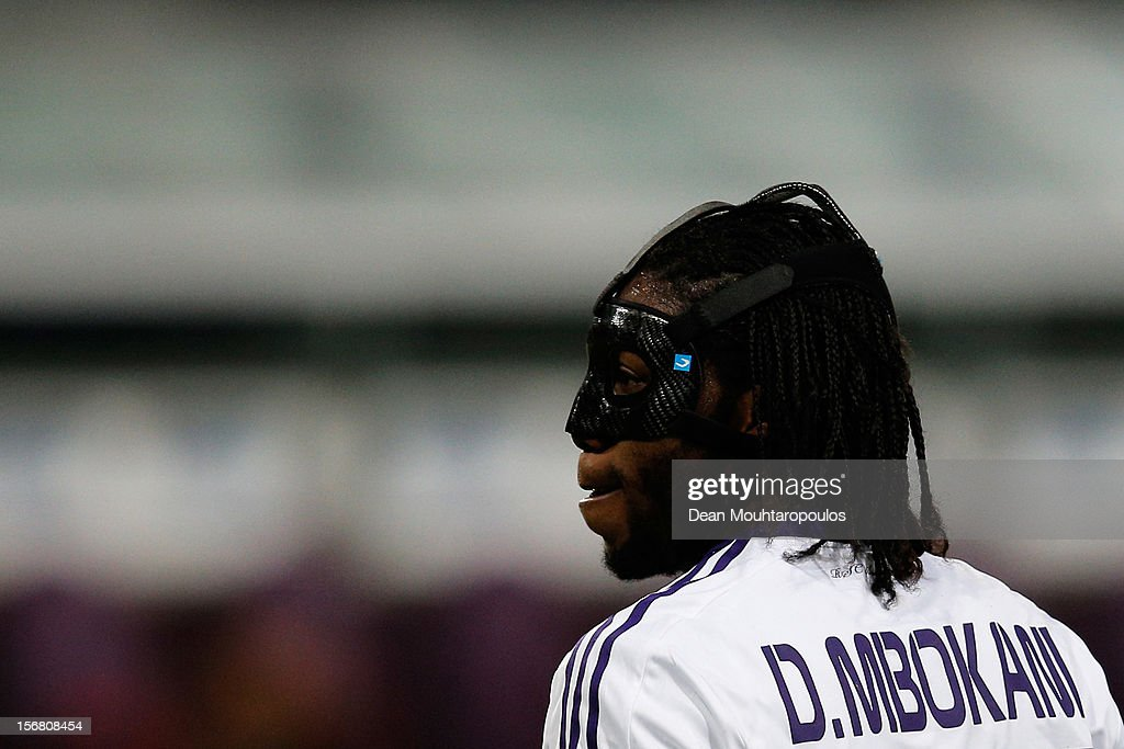 Dieudonne Mbokani of Anderlecht in action during the UEFA Champions League Group C match between RSC Anderlecht and AC Milan at the Constant Vanden Stock Stadium on November 21, 2012 in Anderlecht, Belgium.