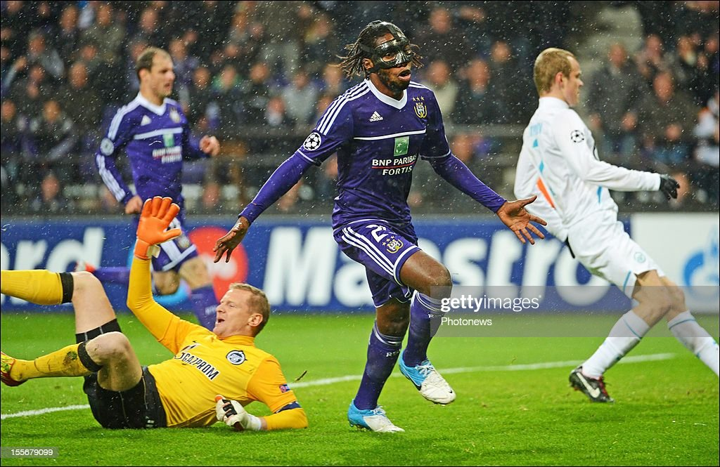 Dieudonne Mbokani of RSC Anderlecht celebrates after scoring the opening goal past FC Zenit St Petersburg goalkeeper <a gi-track='captionPersonalityLinkClicked' href=/galleries/search?phrase=Vyacheslav+Malafeev&family=editorial&specificpeople=3012873 ng-click='$event.stopPropagation()'>Vyacheslav Malafeev</a> during the UEFA Champions League Group C match between RSC Anderlecht and FC Zenit St Petersburg at the Constant Vanden Stock Stadium on November 6, 2012 in Brussels, Belgium.