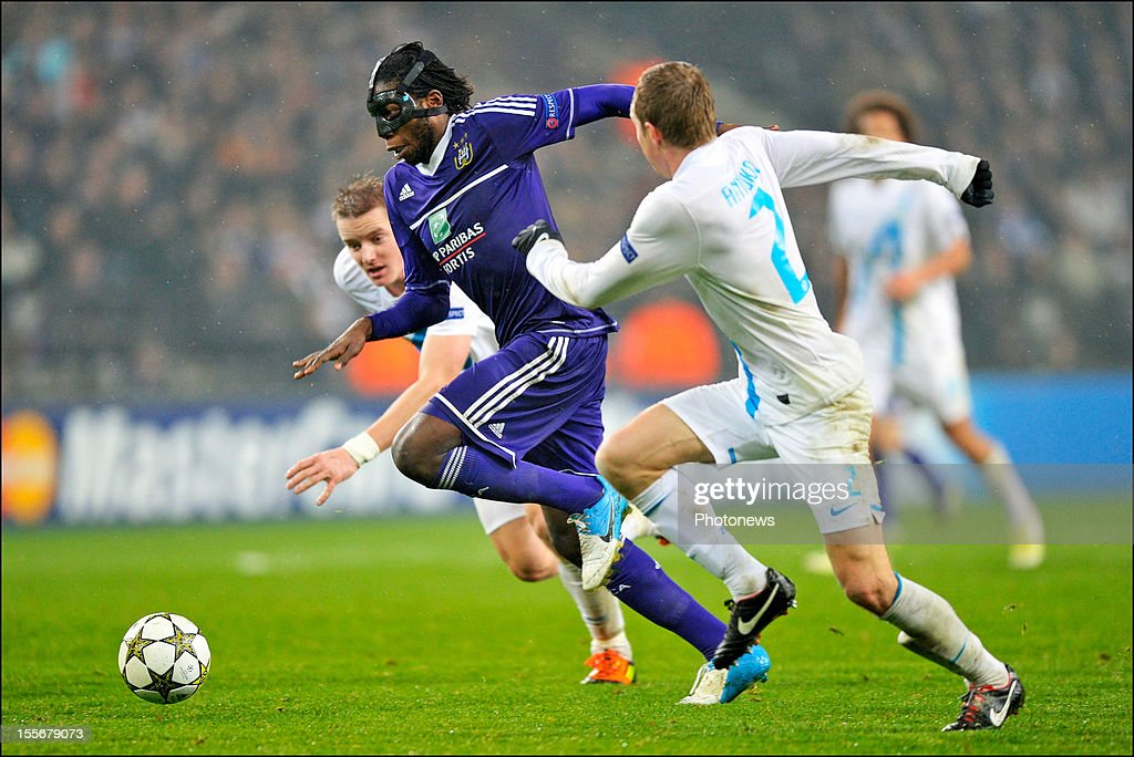 Dieudonne Mbokani of RSC Anderlecht comes under pressure during the UEFA Champions League Group C match between RSC Anderlecht and FC Zenit St Petersburg at the Constant Vanden Stock Stadium on November 6, 2012 in Brussels, Belgium.