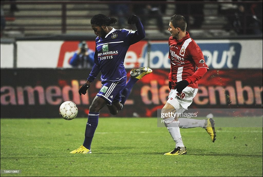 Dieudonne Mbokani of RSC Anderlecht during the Jupiler League match between RAEC MONS vs RSC Anderlecht on December 08 , 2012 in Mons, Belgium.