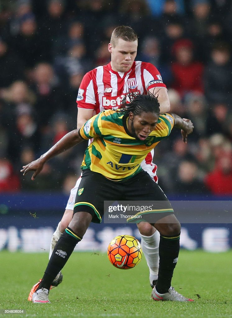 <a gi-track='captionPersonalityLinkClicked' href=/galleries/search?phrase=Dieumerci+Mbokani&family=editorial&specificpeople=4528520 ng-click='$event.stopPropagation()'>Dieumerci Mbokani</a> of Norwich City controls the ball under pressure of the <a gi-track='captionPersonalityLinkClicked' href=/galleries/search?phrase=Ryan+Shawcross&family=editorial&specificpeople=4443278 ng-click='$event.stopPropagation()'>Ryan Shawcross</a> of Stoke City during the Barclays Premier League match between Stoke City and Norwich City at the Britannia Stadium on January 13, 2016 in Stoke on Trent, England.
