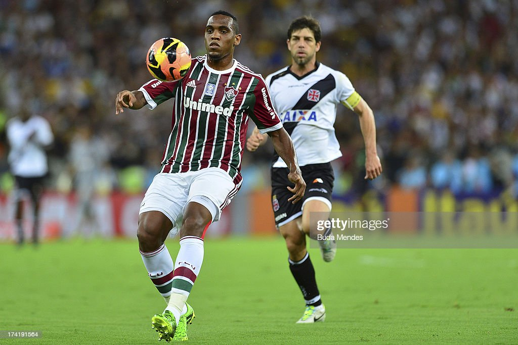 Digao (L) of Fluminense struggles for the ball during a match between Fluminense and Vasco as part of Brazilian Championship 2013 at Maracana Stadium on July 21, 2013 in Rio de Janeiro, Brazil.