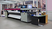 Digital printing system for printing a wide range of superwide-format applications. These printers are generally roll-to-roll and have a print bed that is 2m to 5m wide. Mostly used for printing billb